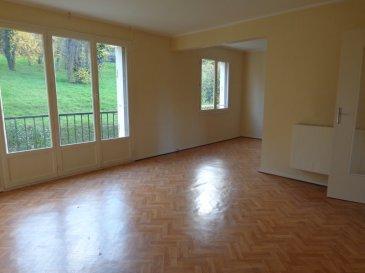 App. Hayange 4 pièce(s) 72.19 m2. Appartement situé 30 rue Théophile Maire, au second étage.<br/>Il est composé d\'un salon /séjour de plus de 29 m², avec vue sur parc de la copropriété, une cuisine à équiper, une salle de douche, un WC individuel, deux chambres un petit balcon et des rangements.<br/>Le lot est complété par deux garages .<br/>Travaux à envisager: double vitrage, électricité et rafraichissement.<br/>IMMO DM : 03.82.57.31.87<br/><br/>Copropriété de 60 lots (Pas de procédure en cours).<br/>Charges annuelles : 1368.00 euros.