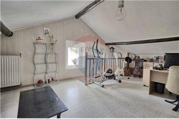 RE/MAX SELECT, spécialiste de l'immobilier à Villerupt, vous propose une très belle maison jumelée avec système d'alarmes. La maison se compose: Rez de chaussée/  une grande cuisine ouverte sur le salon d'une surface de 35.62 m2, qui donne également sur une belle terrasse sans vis à vis . Au premier étage: une grande salle de bain avec douche et baignoire d'une superficie de 8.50m2, une grande chambre de 19 m2 Au deuxième étage: une grande pièce de 28.5 m2 qui sert actuellement de bureau mais possible de faire deux belles chambres. A ce bien vient s'ajouter un garage et une grande cave donnant sur un petit  jardin avec arbres fruitiers.   La chaudière ( buderus) à été changée en 2002,la toiturre avec panneaux solaires à été isolée et cheminée revêtue  en zinc.