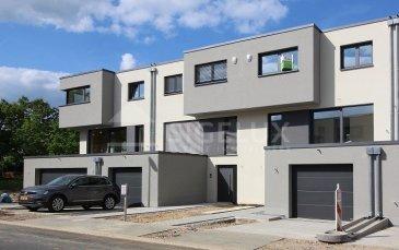 Sigelux Real Estate vous propose à la location cette maison mitoyenne, construite en 2019, située au 37, rue Mathias Birthon :  Surface habitable +/- 201m2  Elle se compose comme suit : - Living et salle à manger de 34,31m2 avec terrasse surélevée - Cuisine équipée AEG, séparée, avec coin repas, terrasse de 15m2 - 4 chambres ( 16,02m2; 15,27m2; 16,21m2; et 14,94m2) - 1 salle d'eau avec baignoire, double lavabo et wc - 2 salles de douche + un wc - 2 toilettes séparées - Escalier en colimaçon, terrasse, et jardin - Chauffage au sol - Revêtement au sols, pierre naturelle et parquet - Panneaux solaires - Antenne parabolique - 3 débarras   Loyer : 4800 euros Garantie bancaire : 3 mois Frais d'agence 1 mois + 17% TVA  DISPONIBLE IMMEDIATE  Pour plus de renseignement ou un Rendez-vous pour visiter contactez : SIGELUX : 46 71 31 ou info@sigelux.lu