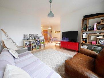 !!!!!!!!!!!SOUS COMPROMIS!!!!!!!!!!!!!  (FR) New Keys vous propose ce bel appartement de 2 CHAMBRES et 2 SALLES DE BAIN, au dernier étage avec ascenseur d\'une résidence située à Luxembourg-Cents.  Proche de toutes les commodités, dans un endroit calme, dans le domaine du Carmel. Le domaine est placé stratégiquement aux portes de la ville, aéroport et Kirchberg à /- 5min, tout en gardant un cadre de vie au calme et très agréable, entourer de verdure et de nombreux parcs.  Cet appartement d\'environ 90m2 se présente de la manière suivante:  -Hall d\'entrée -Salle à manger avec accès au balcon -Living -Cuisine équipée et fermée -2 Chambres à coucher dont une avec placards intégrés sur mesure -Salle de bain avec toilettes -Salle de douche avec toilettes -Buanderie -Balcon avec vue dégagée  Pour compléter ce bien: -Cave -Emplacement intérieur  Les pièces communes à la copropriété: Buanderie Local poubelle Local vélos  L\'appartement est à proximité de toutes commodités tels que (Pharmacie, centre médical, médecins, poste de police, supermarché, bus, écoles, crèches, parc pour enfants, restaurants...), le tout accessible à pied à moins de 2min.  BAIL EMPHYTHEOTIQUE SUR LA RESIDENCE: Régime anciens baux emphytéotiques pour une durée de 99 ans ayant pris cours en 2003.  N\'hésitez pas à nous contacter au 352 691 216 830 ou par mail smarrocco@newkeys.lu pour plus d\'informations.    Nous recherchons en permanence pour la vente et pour la location, des appartements, maisons, terrains à bâtir pour notre clientèle déjà existante. N\'hésitez pas à nous contacter si vous avez un bien pour la vente ou la location. Estimation gratuite.  COVID: Pour votre sécurité, nos visites sont effectuées avec des masques. Les prix s\'entendent frais d\'agence inclus dans le prix et payable par le vendeur.  ----------------------------------------------------------- (EN) New Keys suggest you this beautiful apartment of 2 BEDROOMS and 2 BATHROOMS, on the top floor with elevator of a residence lo