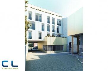 Nous vous proposons à la vente dans le nouveau projet  immobilier de standing « Place Benelux » : Un appartement (5-T3) de +/- 139.22 m2 qui se compose comme suit:  - Une grande cuisine ouverte - Un grand living - Trois chambres à coucher - Trois salles de bain - Un WC séparé Ce nouveau projet  à l?architecture contemporaine est constitué de 5 maisons en bande, d?une résidence de 6 appartements et d?un local commercial.  Il est idéalement situé à la Place Benelux, dans le quartier résidentiel d?Esch nord, quartier calme et accueillant, qui possède encore de petits magasins de proximité, d?autres infrastructures (telles que piscine, école, crèches, hôpital ?) ou services (poste, banques etc), se trouvent aussi dans ce quartier. Les transports en commun ainsi que l?autoroute A 4 se trouvent à quelques mètres.  A 5 minutes en voiture du site Belval.  Les prix indiqués comprennent la TVA à hauteur de 3%, il y a la possibilité d?acheter en supplément des emplacements de parking intérieurs.  N?hésitez pas à nous contacter pour de plus amples renseignements, les plans et cahier de charges sont à votre disposition sur  simple demande.  Commission d\'agence comprise dans le prix à la charge du vendeur.   Ref agence :EACVB69-79A3_5
