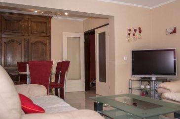 RE/MAX SELECT, spécialiste de l'immobilier au Luxembourg, vous propose ce bel appartement de 2 chambres à Dudelange dans une rue calme et proche de toutes commodités. Cet appartement de 85 m², se situe au premier étage et se compose de :  Salon, salle à manger donnant sur un balcon 2 belles chambres, 1 salle de douche 1 WC séparé Une cuisine équipée séparée 1 garage et 1 emplacement devant le garage 1 jardin commun  Vous avez la possibilité d'acquérir le mobilier, en plus Laissez vous séduire par cet appartement, et venez le visiter