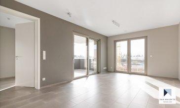 L'appartement, se situe dans le paisible village de Contern, dans la résidence ORFEO composée de 7 unités, dit «de luxe», construite avec des matériaux de qualité en 2021 et bénéficiant de tout le confort moderne. La résidence est ultra sécurisée avec système de badges pour ouvrir les portes et doté d'un  système de caméras surveillance dans les parties communes.  L'appartement de ±44,37m² situé au rez-de-chaussée se compose comme suit: la porte blindée en cinq points s'ouvre sur un hall ±7m², avec placards intégrés sur mesure, donnant accès à un séjour de ±21,5m² avec une cuisine ouverte et totalement équipée SIEMENS (frigidaire, congélateur, évier, plaque de cuisson, hotte à charbon …): une grande terrasse de ±40,5m² en partie couverte, et exposée Sud; une chambre de ±11,5m²; une salle douche de ±5m²avec lavabo, miroir, douche à l'italienne et wc,  Au sous-sol, une cave servant également de buanderie privative est incluse dans le loyer. Une place de parking peut être louée pour 150-€ par mois,  L'appartement peut convenir pour une profession libérale et cabinet médicale;  Généralités:  Vidéophone; Fibre optique; Chauffage au sol; Performances énergétiques: AAA; Triple vitrage; Stores à lamelles électriques; Ascenseur; Porte blindée en 5 points; Pas de clé, accès à l'ensemble de la résidence par badge; Wifi et abonnement TV (Eltrona) inclus dans les charges; Place de parking dans garage sécurisé en option pour 150-€/mois; VMC «PAUL», les filtres peuvent être adaptés contre certaines allergies; 10 minutes de Luxembourg-ville; Station de bus à proximité;¨ Nouveau centre commerciale de Contern à proximité avec supermarchés, restaurants, …  Loyer: 1600-€/mois; Charges: 200-€/mois (inclus abonnement wifi, abonnement tv, charges communes, consommation eau, consommation chauffage, nettoyage des communs, gérance, assurance locative); Garantie bancaire ou dépôt: 3 mois de loyer; Disponibilité: 1er Avril 2021; Durée de bail min. : 3 ans; Frais d'agence: 1 mois de loyer +TVA 