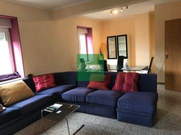 Tempocasa Strassen vous propose ce magnifique appartement idéalement situé à Strassen, proche de toutes commodités. Il se compose d'une cuisine équipée un salon/salle à manger, une chambre à coucher, une salle de bain avec baignoire. Appartement loué meublé.  Loyer: 1380' Charges: 200' Cautions: 2 mois Pour plus d'informations contactez nous Ref agence :165