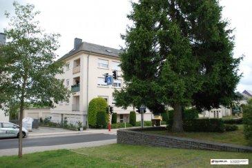 Nous vous proposons un appartement au 3ième et dernier étage d\'une résidence située rue Principale à Munsbach à côté du Parc d\'activités Syrdall <br><br>Commune de Schuttrange<br><br>L\'appartement se compose comme suit :<br><br>Hall d\'entrée <br>Salle de bains équipée avec douche, lavabo et WC<br>Cuisine entièrement équipée <br><br>Living lumineux situé par derrière avec armoire intégrée.<br>Chambre à coucher située par devant<br><br>Les sols de l\'appartement sont revêtus en pierre naturelle et carrelage<br><br>L\'appartement est très lumineux et équipé avec des velux et les pièces sont légèrement mansardées <br><br>RDCH<br>Cave privative<br>Buanderie commune<br><br>Extérieur<br>Garage box fermé<br>Arrêt de bus vis-à-vis avec plusieurs lignes<br><br>Conditions:<br>Garantie bancaire 3 mois de loyer<br>Frais d\'agence 1 mois loyer +TVA<br>Minimum 2 ans de location<br><br>Supplément pour les meubles dans l\'appartement (suivant les photos) à 500 euro.<br>(A régler avec le locataire) <br><br><br />Ref agence :gw-980328