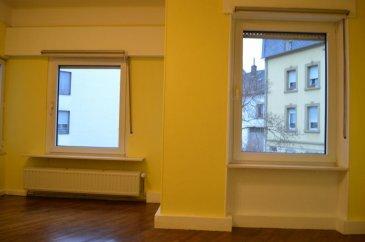 Rui Dias, spécialiste de l'immobilier à Dudelange, vous propose en exclusivité à la location, ce bel Appartement de 61m2 bien situé.  Rénové en partie, et situé au première étage d'une petite copropriété, l'appartement se compose comme suit :  - une cuisine séparée entièrement équipée 15 m2 - un living spacieux avec 16 m2  - une chambre à coucher avec wc privatif de 21 m2  - une salle de bain comprenant lavabo, baignoire et WC séparé 11,50 m2 3 mois de caution plus 1 mois frais d'agence  Vous bénéficiez également d'une grande cave privative, ainsi que d'une buanderie commune.  Loyer : 975 Euros charges comprises  Proche de toutes commodités : transports, commerces, écoles, restaurants, crèches, pharmacie.   Disponibilité immédiate, à visiter sans tarder!  Rui Dias 691691515 rui.diassantos@remax.lu Ref agence :5096058