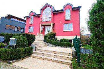 OPPORTUNITÉ A SAISIR !!<br><br>Magnifique maison libre de 4 cotés de style italien, construite en 2004, avec absolument aucun travaux à prévoir.<br><br>Cette demeure vous charmera par ses espaces, sa vue dégagée, et son orientation sud. Calme et indépendance assurée !<br><br>Elle est composée comme suit : <br><br>REZ DE CHAUSSÉE<br><br>- Hall d\'entrée<br>- WC indépendant<br>- 1 chambre à coucher avec salle de douche<br>- 1 cuisine équipée<br>- 1 salon séjour lumineux de plus de 50m² donnant accès vers la terrasse et le jardin<br><br>A L\'ÉTAGE : <br><br>- 1 salle de bain avec baignoire<br>- 2 chambres à coucher spacieuses<br>- 1 suite parentale avec dressing, salle de bain et balcon donnant sur jardin<br>- Accès vers un grenier pour stockage<br><br>SOUS-SOL : espace chauffé<br><br>- 1 cave pouvant être aménagé comme studio avec accès direct vers la terrasse<br>- 1 large zone buanderie repassage<br>- 1 cellier pouvant servir de cave à vin<br>- 1 garage double (grande et petite voiture) en enfilade<br>- 1 emplacement de parking devant le garage<br><br>Il fait bon vivre à Erpeldange : <br>- amoureux de la nature : circuit VTT et différents sentiers pédestres<br>- pour les enfants : crèches, écoles, clubs sportifs et maison relais<br>- shopping : zoning commercial et restaurant à moins de 5 min en voiture et bus<br>- transports : différentes ligne de bus permettant de rejoindre la gare de Diekirch ou Ettelbruck en moins de 10 min, et donc Kirchberg et Lux gare en moins de 30 min, Autoroute menant à Kirchberg en 20 min seulement !!<br><br>Pour plus de renseignements ou une visite (visites également possibles le samedi sur rdv), veuillez contacter le 28.66.39.1.<br><br>Les prix s\'entendent frais d\'agence de 3 % TVA 17 % inclus.<br><br>Les visites ont repris, et nous sommes heureux de pouvoir à nouveau vous revoir ! Notre équipe sera équipée de gants et de masques afin de vous recevoir ou vous faire visiter nos biens en toute sécurité.<br><br><br><br /><br />OPPORTUNITY