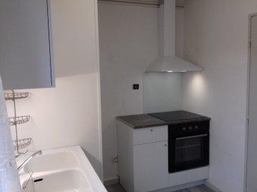 Appartement Briey 3 piece(s) 64 m2. Appartement  T3 situé au centre ville, dans petite copropriété sans ascenseur, avec place de stationnement en sous-sol et cave. Comprenant entrée avec placards, petite cuisine, séjour avec balcon, salle de bain, WC séparé, 2 chambres avec balcon.