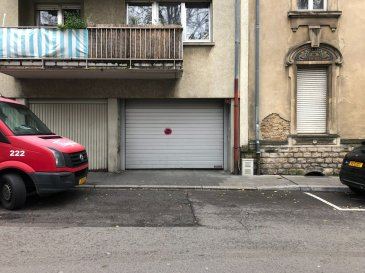 1 grand emplacement intérieur ( 2.6 m x 5 m ) avec accès facile à louer dans une résidence fermé sis 5-7 rue Fort Wedel à Luxembourg-Gare.  Loyer 190 € par mois 170 € par mois si paiement anticipé une fois par an  N'attendez plus, contactez-nous par mail sur info@gng.lu ou au 621 366 377.  Découvrez toutes nos offres sur www.gng.lu