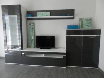 Contact : Lydie POPADENEC  +352 691 100 809 lydie.popadenec@remax.lu  En exclusivité ce magnifique studio meublé situé au rez-de-chaussée d'une résidence construite en 2016.  Prestations de qualité, stores électriques orientables. Ce studio dispose d'une belle terrasse en bois, bien orientée, d'un parking souterrain avec porte automatique et d'une cave attenante.  Il se compose : d'une entrée de 4.08m² avec placards intégrés, d'une belle pièce à vivre de 24.17m² avec baies vitrées, entièrement meublé avec goût, d'une cuisine entièrement équipée neuve et d'une belle salle de bain de 7.23m². Au sous-sol, une buanderie commune équipée d'un lave-linge et d'un sèche-linge. Ce studio idéalement situé dans un quartier calme à 5 minutes de la Cloche d'Or et à deux pas du parc de Cessange.  Le quartier de la Cloche d'Or est situé à Gasperich où le déménagement de l'Ecole et Lycée Français de Luxembourg est prévu pour la rentrée de septembre 2017 pour l'école et pour le début de l'année 2018 pour le collège/lycée. Ecoliers, collégiens et lycéens seront scolarisés sur un même site de la maternelle à la terminale dans ce nouveau campus au cœur de ce quartier en pleine expansion (bureaux, appartements, crèche, zones commerciales, pistes cyclables, tram, etc.à)  Disponible 15 décembre 2017  Ref agence :5095878