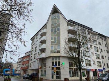 Très bel appartement situé au cinquième étage d'une résidence au centre ville.  Très lumineux,  avec des grandes fenêtres et un balcon de  5 m2 jouissant d' une vue dégagée.  Il se compose d'un hall avec placards, d'un wc séparé,d' une salle de bains, de deux chambres à coucher et d'un grand salon - salle à manger. Une cave privative fait également partie du lot.   Disponible d?immédiat.     Ref agence :RCVJPB2_5