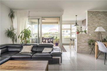 Veuillez contacter Mathieu Bossennec pour de plus amples informations : - T : 661 521 730 - E : mathieu.bossennec@remax.lu  REMAX, Spécialiste de l'immobilier au Luxembourg, particulièrement dans la commune de Luxembourg-Cessange, vous propose à la vente ce superbe appartement 2 chambres (de 74 m² habitables et de 84 m² de surface brute) situé au premier étage avec ascenseur dans une résidence récente. Il se compose comme suit : hall d'entrée, deux chambres (14,40 m² et 12 m² avec dressing sur mesure), salle de bain avec WC, WC séparé, séjour spacieux et lumineux (25 m²), cuisine équipée (10 m²) et loggia. La vue de la loggia, sans vis-à-vis, donne directement sur le Parc de Cessange. L'appartement dispose également d'une cave et d'un emplacement privatif couvert et sécurisé.  Bien en parfait état. Pas de travaux à prévoir. Proche de toutes commodités : - à moins de 2 km des centres commerciaux de la Cloche d'Or, - à quelques pas du parc de Cessange et des pleines de jeux, - à quelques pas de la ligne de bus 4, - à 8 minutes de la gare de Luxembourg, - à 10 minutes du centre-ville. Avec peu de biens en ventes, Cessange est un quartier calme et en pleine évolution immobilière. On y trouve également des crèches, écoles et foyer de jour. À noter que nous sommes également à proximité de l'École Internationale de Luxembourg et du Lycée et du collège Vauban.  Disponibilité, à convenir.  Si vous souhaitez visiter ce superbe appartement avec du potentiel, n'hésitez pas à me contacter. Vous renseigner et vous accompagner pendant les visites jusqu'à l'éventuel processus de vente sera réalisé avec grand plaisir et professionnalisme.   Frais d'agence RE/MAX : à la charge de la partie venderesse + TVA