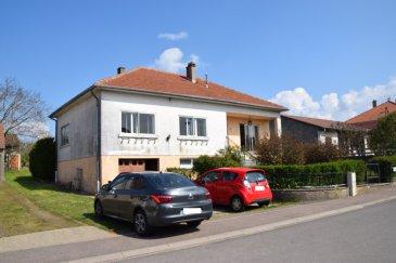 L'agence IMMO LORENA LUX SARL de Pétange en collaboration avec L'Agence Immobilière PANETTA à choisi pour vous cette MAISON PLEIN PIED, située a CHAILLY LES ENNERY(FR) DEPARTEMENT DE LA MOSELLE, à proximité immédiate des commerces et des transports.  La maison se compose comme suit:  RDCH :  -Hall d'entrée de 7 m2 -Double Living de 31 m2 donnant accès au balcon accès balcon -Cuisine séparée de 10 m2 -Hall de nuit de 4,66 m2 -WC séparé de 1,42 -Salle de bain de 5 m2 -Première Chambre de 14,50 m2 -Deuxième Chambre de 16,17 m2 -Troisième Chambre de 14,71 m2  GRENIER :  -Grenier non aménagé avec une superficie au sol de 118 m2  CAVE/GARAGE :  -Garage pour deux voitures faisant 30 m2 -Cuisine d'été de 23 m2 avec accès à la terrasse et vaste jardin -Deux caves de 15 m2 et 16,50 m2 -WC séparée  TOTAL M2 HABITABLES : 117  Caractéristiques de la maison : -Maison construite en 1965 -Toutes les dalles sont en béton -Vaste jardin/terrain de 31 ares  -La maison se situe dans un cartier résidentiel très calme et à proximité de toutes les commodités, commerces, écoles, hôpitaux, pharmacies, etc. -Nouvelle chaudière BOSCH au mazout installée en 2017 -Double vitrage et châssis en PVC dans les chambres de l'année 2007  Frais d'Agence pour la partie venderesse.  Pour tout contact: Joanna Corvina: 621 36 56 40 Vitor Pires: 691 761 110  L'agence ImmoLorena est à votre disposition pour toutes vos recherches ainsi que pour vos transactions LOCATIONS ET VENTES au Luxembourg, en France et en Belgique. Nous sommes également ouverts les samedis de 10h à 19h sans interruption.