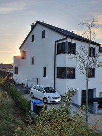 !!!!!!! Maison exceptionnelle situées à Schieren!!!!!!          IDEAL POUR PROFESSION LIBERALE  Magnifique maison située dans une cité très calme à Schieren, à 25 minutes du Kirchberg et à 10 minutes à pied de la gare de Schieren. Construction de 2015 sur 3.29 ares avec /-250m², vous offrant :   Rdch : hall d'entrée, garage pour 1 voiture, salle de douche avec espace pour profession libérale avec entrer individuelle, chaufferie/buanderie et débarras.   1er étage : Très spacieux séjour de /-50m² donnant accès à la terrasse et au jardin orientés plein sud et une belle piscine chauffante, cuisine équipée ouverte sur la salle à manger, un bureau et WC séparée.  2ième étage : 4 chambres à coucher dont 2 donnant accès à une terrasse orientée plein sud, et une grande salle de bain.  Au dernier étage : une belle grande suite parentale avec une baignoire.   Informations complémentaires: chauffage au sol, pompe à chaleur eau glycolée, triple vitrage, antenne collective déjà installée, prises de téléphone/internet dans toutes les pièces de la maison, alarme, système de climatisation dans toute la maison, volets automatique, aspirateur centrale, réservoir de l'eau.  Pour plus de renseignements ou une visite (visites également possibles le samedi sur rdv), veuillez contacter le 691 850 805.