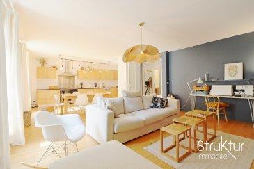 .   <br> Mandat Exclusif<br> Struktur immobilier vous présente ce lumineux duplex situé au 2ème étage d\'une petite copropriété construite en 1930 avec parking intérieur et monte-charge, idéalement situé proche de la gare et du centre-ville.<br><br> Les travaux récemment réalisés par une architecte apportent fonctionnalité et modernité à cet appartement développant une surface de 92 m2 habitables. Il se compose comme suit :<br><br> Au rez-de-chaussée, un hall d\'entrée avec verrière ouvre sur un lumineux espace de vie de 45 m2 comprenant une cuisine équipée (réalisée en chêne massif et sur mesure par un artisan) ouverte sur salon séjour, un cellier/ buanderie, un wc, un débarras sous l\'escalier.<br><br> A l\'étage, un dégagement avec bibliothèque et placard dessert deux chambres, une salle d\'eau avec double vasque et béton ciré au sol, et un wc.<br><br> Une cave et une place de parking intérieure complète cette offre.<br><br> Les prestations : monte-charge, chauffage individuel gaz, Cuisine équipée (réalisée en chêne massif par un artisan, Réfrigérateur, congélateur, piano de cuisson SMEG 5feux/ 2 fours, Lave-vaisselle BOSCH, dégagement avec placard et bibliothèque, placards dans un chambre.<br><br> Plus d\'infos ou organiser une visite, contactez-nous au 06 03 40 96 27<br><br> Nombre de lots : 17 lots (dont 5 appartements)<br> Charges annuelles : 884 EUR<br> Prix de vente honoraires inclus 316 000 EUR<br> (honoraires charge acquéreur inclus 5,33 % )