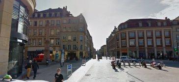 Metz centre Murs commerciaux. Bonne rentabilité (8.57%) pour ce local loué en plein centre messin. Salon de coiffure et d\'esthétique.