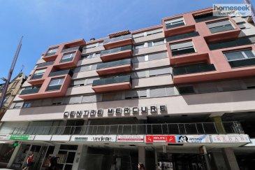 (Renseignements au +352 661 409 627) Homeseek Limpertsberg vous propose en exclusivité cet appartement 3 pièces de 74 m²  au 2ème étage avec ascenseur du Centre Mercure situé Rue de l\'Alzette.  Il se compose d\'un vaste espace de vie de 38 m² avec une cuisine équipée ouverte, deux chambres, une salle d\'eau avec toilettes, un dégagement.   Les charges comprennent la provision pour l\'eau froide, le chauffage, l\'entretien et électricité des communs, l\'entretien de l\'ascenseur.  Libre le 1er octobre 2020 Dépôt de garantie : 3 mois Honoraires : 1410 €  Pour plus de renseignements ou organiser une visite, contactez-nous au 661 409 627.  Ref agence : 4922011