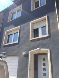 - Grande chambre récente au 2ème étage dans colocation de 5 personnes - SDD et WC privatifs - living et cuisine commun Renseignements 621282341