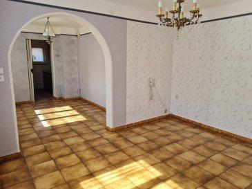 HAUCONCOURT : maison mitoyenne comprenant : une entrée, une petite cuisine, un salon-séjour, trois chambres et une terrasse-véranda.