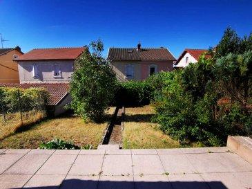 A VOIR sur Villerupt : maison mitoyenne d'environ 100m² avec terrasse, jardin, grand terrain et garage, située dans une rue calme de la ville, et à proximité de tout commerce.  La maison comprend, au rez-de-chaussée :  *Une cuisine spacieuse d'environ 14m², qu'il faudra rafraîchir et équiper, *Un salon séjour d'environ 17m² avec vue donnant sur la terrasse et le jardin divers, *Un accès vers le sous-sol.  Au 1er étage :  *Une première chambre d'environ 17m² avec vue sur le jardin divers, *Une deuxième chambre d'environ 13m² avec vue sur le grand jardin, *Un accès à des combles aménageables d'environ 15m².  Au sous-sol :  *Une grande cave aménagée et spacieuse de 16m², *Une buanderie d'environ 10m² pouvant servir de cuisine d'été, *Une salle de bain rénovée avec WC, *Un accès vers la terrasse.  L'extérieur comprend :  *Une terrasse dallée et spacieuse, *Un jardin divers en exposition plein sud, *Un cabanon, *Un garage.  La maison a besoin d'un peu de rafraîchissement, mais possède de grands atouts. Le chauffage est au gaz, les fenêtres sont en double vitrage, les sols et la salle de bain ont été rénovés il y a environ 2 ans. La rue offre beaucoup de place pour se garer devant la maison.  Pour plus d'informations et/ou de photos, veuillez me contacter par téléphone au 06.98.23.45.74.  DPE en cours.  Frais d'honoraires à charge vendeur.