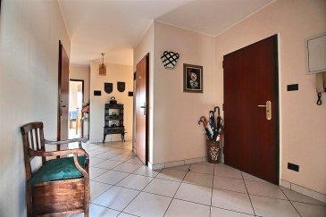 ****    SOUS-COMPROMIS    ****    RE/MAX, spécialiste de l'immobilier à Esch/Lallange, vous propose ce magnifique appartement avec vue imprenable, de 3 chambres au 3ème étage d'une résidence très bien entretenue et soignée, d'une surface de 130 m2 habitables environ,. Il se compose de la manière suivante :  - Grand hall d'accueil desservant toutes les pièces. - Un salon-séjour de 40 m2 environ, donnant accès sur une terrasse de 15 m2 environ. - Une cuisine équipée fonctionnelle de 15 m2 environ, avec accès sur la terrasse. - 3 chambres à coucher de 15 m2, 14 m2 et 10 m2 environ. - Une salle de bains et douche à l'italienne avec WC. - Un WC séparé avec lave-main. - Débarras. - Une grande cave privative. - Un garage fermé avec porte automatique télécommandée, eau et électricité. - Un emplacement extérieur privatif. - Une buanderie commune, et un local poubelle complètent cet appartement.  Très bel appartement, soigné, lumineux, fonctionnel, porte d'entrée de haute sécurité, double marquise électrique télécommandée sur la terrasse.  Proche de toutes commodités : parking au pied de l'immeuble, bus, station essence, crèche à 2min à pieds, écoles, lycée, centre-ville, surface commerciale à proximité, banques,, etc….  A visiter….  Disponibilité immédiate.  CONTACT : MICHAEL CHARLON au 621 612 887 ou par Mail : michael.charlon@remax.lu