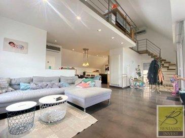 Duplex, spacieux et lumineux, avec des belles hauteurs avec entrée individuelle, garage Box et emplacement ext. de  +/- 170 m2 avec 3 chambres, balcon et terrasse de 30m2.  Confort du duplex: Volet électrique, Climatisation, Alarme, entrée individuelle, chauffage individuel, Triple vitrage, Vidéophone '   Ce compose comme suit: - Un living avec accès au balcon - Une cuisine équipée ouverte sur le living - 3 chambres à coucher, dont une suite parentale - 2 salle de douche - Un WC séparé - Une mezzanine 16 m2 servant comme bureau avec une vue sur le living.  - Un balcon 8,40 m2  - Une terrasse 30 m2  - Une cave - Une chaufferie - Un garage - Un emplacement extérieur - un débarras   Pour tout complément d'information, n'hésitez pas à nous contactez par téléphone au 28 77 88 22. Nous sommes, en permanence, à la recherche de nouveaux biens à vendre (des appartements, des maisons et des terrains à bâtir) pour nos clients acquéreurs. N'hésitez pas à nous contacter si vous souhaitez vendre ou échanger votre bien, nous vous ferons une estimation gratuitement.   Ref agence : 182