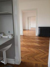 A LOUER BIEN D'EXCEPTION  type F6  156.52 m2 METZ. Au coeur de la  ville de Metz (quartier gare) Le charme de l'ancien dans immeuble haussmannien, entièrement rénové, au deuxième étage avec ascenseur, magnifique appartement de standing type F6, parquet en chevron au sol, cuisine indépendante aménagée et équipée (Mièle), un grand salon séjour, trois chambres, possibilité d'une quatrième chambre, deux salle d'eau, trois balcons , chauffage individuel au gaz. garage, une cave.  Merci de contacter le 06 03 29 00 78.