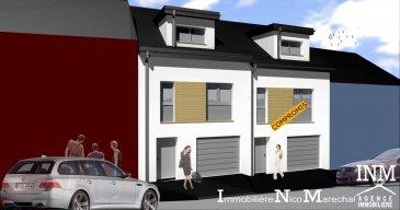 Belle maison en bande d'une surface totale de +/- 165 m2 (Ecopass BB) sur un terrain de +/- 2,46 ares prochainement en construction comprenant au: Rdch : hall d'entrée (de +/- 8 m2), wc séparé, chaufferie, buanderie, garage pour 2 voitures avec accès au jardin; 1er étage : cuisine non équipée ouverte sur vaste living/salle à manger de (+/- 51 m2) donnant sur une terrasse (de +/-10 m2); 1e étage : hall de nuit, 3 chambres à coucher (de +/- 11 à 18 m2), salle de douche (de +/- 6 m2); Situation intéressante à proximité de toutes les commodités quotidiennes  Le prix affiché s'entend HTVA sur la part constructions à réaliser. GARANTIE DECENNALE.  Ref agence :882480