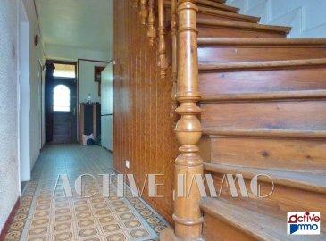 Maison individuelle 6 pièces -120m² - Marspich - Travaux à prévoir. Vous souhaitez acquérir une maison individuelle sur le secteur convoité de Marspich ?<br/><br/>Située dans un quartier calme, cette maison, à rénover comblera vos attentes !<br/><br/>De construction individuelle, cette demeure de 1912 offre 120 m² de surface habitable.<br/><br/>Dès l\'entrée, la maison révèle son charme ancien  avec son escalier en bois travaillé. <br/><br/>Au rez-de-chaussée, la cuisine ouverte sur le salon vous offre un bel espace de vie de plus de 31m², ainsi qu\'un espace salle de bain et WC séparé.<br/><br/>Le premier étage se compose de 2 grandes chambres en enfilade de 13,5 m² et 15 m² et d\'une pièce de 8 m²  pouvant faire office de bureau. (Possibilité de redistribuer les volumes pour modifier les accès).<br/><br/>Le deuxième étage est aménagé en deux chambres mansardées d\'environ 10 m²  chacune et bénéficiant d\'un point d\'eau en commun.<br/><br/>Concernant les extérieurs, vous profiterez d\'une grande terrasse couverte sans vis-à-vis, et de son jardinet. Un garage et une cave complètent le bien.<br/><br/>Double vitrage, chaudière au fioul, rafraichissement global à prévoir.<br/><br/>Frais d\'agence inclus à la charge du vendeur.<br/><br/>Contact : Jessica HAUSKNECHT - 07.88.44.15.65<br/>Agent commercial RSAC 885 343 368 Thionville<br/><br/>