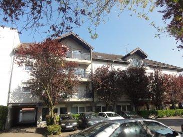 Au 1er étage d\'une résidence (51 lots dont 26 appartements ou locaux commerciaux), bel appartement F4 comprenant : Un hall d\'entrée avec placard, un séjour-salon avec accès balcon, une cuisine équipée, deux chambres, salle de bains, wc séparés, deux celliers. Garage. Charges annuelles : 1000 € (eau, assurance, syndic, électricité et entretien des communs) Honoraires à la charge du vendeur. Appartement situé dans une copropriété loi n°65-557 du 10 Juillet 1965. Aucune procédure en cours menée sur le fondement des articles 29-1A et 29-1 de la loi n°65-557 du 10 Juillet 1965 et de l\'article L. 615-6 du CCH.