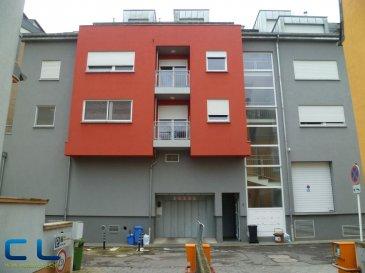 Nous vous proposons en location un emplacement  intérieur situé en plein centre ville, accès direct sur la rue de l?Alzette (rue piétonne). Disponible d?immédiat.  Frais d?agence à la charge du locataire.     Ref agence :EALVPM6
