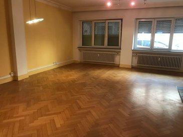 Tempocasa Strassen vous propose ce bel appartement situé dans une petite copropriété en plein coeur de Esch. Il se compose d'une cuisine indépendante, une chambre à coucher, une salle de bain,  un grand living avec possibilité de faire une deuxième chambre. L'appartement dispose d'une cave et d'un jardin privatif. Ref agence :156