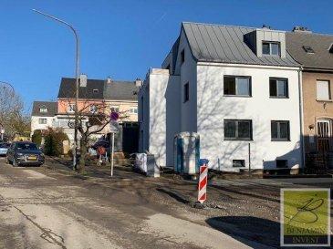 Bel appartement de  /- 70m2 au 1er étage dans une résidence située à Esch-sur-Alzette dans une cité très calme, proche de toutes commodités qui se compose comme suit :  - Hall d?entrée - Cuisine - 2 Chambres - 1 Salle de bain - Cave - Balcon/terrasse de 25m2  Façade isolée, nouvelle toiture, les fenêtres sont en triple vitrage avec volets électrique, chauffage au sol, chauffage à condensation, .... l'ensemble de 2019,   Pour tout complément d'information, n'hésitez pas à nous contactez par téléphone au 28 77 88 22. Nous sommes également disponibles pour organiser les visites le samedi !  Nous sommes, en permanence, à la recherche de nouveaux biens à vendre (des appartements, des maisons et des terrains à bâtir) pour nos clients acquéreurs. N'hésitez pas à nous contacter si vous souhaitez vendre ou échanger votre bien, nous vous ferons une estimation gratuitement.   Ref agence :153
