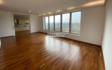 Schaus Immobilier vous propose à la location cet appartement haut de gamme, sis au quatrième étage d\'un immeuble idéalement implanté au plein coeur de la Ville de Luxembourg et offrant une vue imprenable se composant comme suit:<br><br>- Cuisine séparée, équipée et aménagée<br>- Salon/Salle à manger <br>- Trois chambres<br>- Deux salles de bains dotées d\'une douche et d\'une baignoire<br>- WC séparé<br>- Cave avec emplacement pour la machine à laver<br>- Emplacement intérieur pour une voiture, avec la possibilité d\'un deuxième emplacement.<br><br>L\'hauteur sous plafond de l\'appartement est de 3 mètres.<br><br>Nous sommes à votre disposition pour tout renseignement complémentaire et un rendez-vous de visite.<br><br>Les honoraires d\'élevant à un mois de loyer augmenté de la TVA en vigueur sont à la charge du locataire.