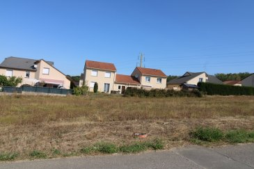 Terrain à bâtir de 600m2.  Terrain à bâtir - Votre projet sur un terrain de 600 m2 viabilisé.  Situé dans la commune de PONT A MOUSSON proche de toutes commoditées.  Secteur ZAC DE L'EMBISE.  LOT 4.
