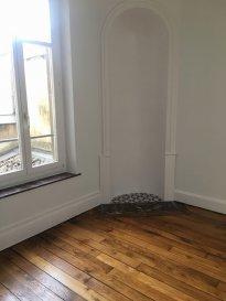 Appartement 2 pièces - 49.94m2 - Nancy.  Beau deux pièces de 49.94m2 au premier étage d\'un immeuble situé rue Lavigerie à Nancy. Il comprend une entrée, un séjour, une cuisine équipée, une chambre et une salle de bains avec wc séparés.<br> Chauffage individuel au gaz.<br> Libre le 21/07/2019.