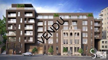 VENDU Lot A02 -Surface utile 89,58 m2- Appartement-balcon, de 77,13 m2 habitable, 7,74 de balcon au premier étage avec ascenseur dans la Résidence OPUS à Differdange. il se compose comme suit: Hall d'entrée, toilette séparée, séjour, salle à manger, cuisine entièrement équipée ouverte, terrasse et jardin, débarras (Cellier), hall de nuit, 2 chambres à  coucher (11,72 et 12,28 m2), salle de bain. Au sous-sol une cave privatif de 5,36 m2. Possibilité d'acquérir en option: un emplacement intérieur et une cuisine équipée. Pour de plus amples renseignements contactez Christine SIMON Tel: 621 189 059 ou 26 53 00 30 ou par mail: cs@christinesimon.lu. Ref agence :A02- Bloc A - Appartement