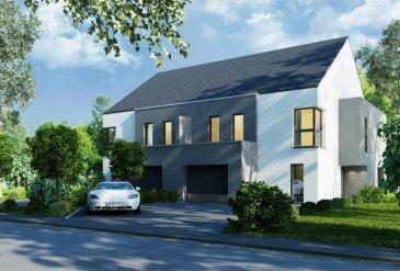 Nouvelle construction de 4 maisons jumelées (+- 225 m² surface utile avec terrain de +- 12,5 ares, 3 chambres, 1 sdb et 1sdd) avec possibilité d'aménager les combles de +/- 57 m².  La maison jumelée est composée comme suit : • Rez-de-chaussée : Hall d'entrée 13,78 m²), local technique (3,51 m²), WC séparé (5,07 m²), débarras, salon de 37,31 m², cuisine ouverte sur le salon (6,39 m²), garage (23,46 m²), cage d'escalier • 1er étage : Hall de nuit (7,15 m²), 2 chambres à coucher (17,30 + 18,56 m²), 1 suite parentale avec chambre et dressing 25,85 m² + salle de douche privative (6,36 m²), salle de bain (10,76 m²), cage d'escalier • Comble : partie technique, surface aménageable sur 57 m² • Extérieur : Terrasse (17,02 m²) Parking voiture, Terrain de +- 12,5 ares (surface de la maison incluse)  Classe énergétique : A/A/A