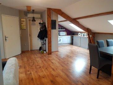 Appartement F3 comprenant un séjour convivial avec coin cuisine équipée, deux chambres, une salle de bains et un wc séparé.  En annexe: une place de stationnement