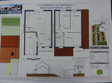 A Piedmont (Mont-Saint-Martin), dans un environnement calme, Nouveau lotissement, proche commodités, Maison jumelée, 1 garage 1 voiture, 2 places de parking, RDC: entrée, cuisine ouverte sur séjour (42.60m²), w-c (1.70m²), ETAGE:  3 chambres11.70/11.10/12.4m²), SDB avec w-c (6.60m²),  palier (3.30m²),  sur 1.86 ares de terrain. Livraison prévue au 3èmeTrimestre 2022.
