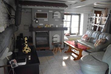 Wittring : Immeuble d'habitation idéal pour bi familles ou grande famille. Immeuble d'habitation idéal pour grande famille ou bi familles composé de 2 appartements en l'occurrence un logement T2 en rez de chaussée d'environ 69 m² et d'un logement T5 au premier et deuxième étage d'environ 143 m², une terrasse d'environ 40 m² , un sous-sol avec une cave et de deux garages.  * Le T2 de 69 m² du rez de chaussée dispose : - une entrée - une cuisine équipée - un salon - une salle d'eau avec WC séparés - une chambre de 20 m²  * Le T5 de 143 m² est sur deux niveaux et dispose : Au premier étage  - une cuisine équipée avec coin repas  - un salon et un séjour - une salle de bains avec baignoire d'angle et douche - WC suspendus avec lave-mains - une chambre avec dressing accès à la salle de bains - une terrasse carrelée de 40 m² avec cuisine d'été Au deuxième étage - une grande chambre de 40 m² - une chambre de 16 m² - un WC