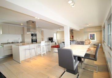 Sigelux Real Estate vous propose à la location ce superbe appartement, de 106m2 rénové, au 6iéme étage de la Résidence Groussgaass, zone piétonne Luxembourg-ville, L-1660 Luxembourg 70, Grand Rue.  Il se compose comme suit :  - Hall d'entrée avec armoires encastrées - Living de 55m2 avec accès balcon de 14m2, exposé Ouest - Cuisine équipée (Siemens) ouverte - 2 chambres à coucher de 17m2 et 14m2 - 2 salle de douche + 1 wc - 1 toilette séparée - Porte de sécurité - Double vitrage - Chauffage gaz de ville - Nombreux rangement encastrés - Cave - Raccordement machine à laver dans l'appartement - Ascenseur - Parquet, carrelage, belles finitions  Loyer : 2900€ Charges : 375€ Garantie Locative : 3 mois  DISPONIBILITE AOUT 2019