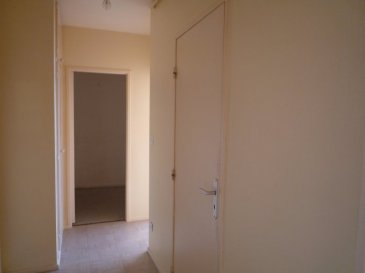 APPARTEMENT TYPE F2. METZ SABLON : INVESTISSEUR; à 10 mn de la gare appartement T2 au 2ème étage avec ascenseur se composant d\'une entrée, un coin cuisine ouvert sur séjour, une chambre, salle de bains, un grand cellier, une cave. Chauf collectif . DPE VIERGE PRIX 71 000euro (loué 450euro + 125euro de charges = 575euro / mois. Soit une rentabilité brute de 7,60% ) A VISITER AGENCE VENNER METZ 03 87 66 38