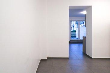 Soho Real Estate propose à la location un lumineux appartement situé au 1er étage d'une copropriété récemment rénovée à Gasperich dans la commune de Luxembourg.  L'appartement est réparti sur 52m2 de surface nette s'articulant autour d'un grand espace de vie central composé d'une cuisine ouverte sur le salon bénéficiant d'une grande luminosité, une grande chambre à coucher et une salle d'eau avec toilette. Une grande terrasse de 25m2 ajoute un confort de vie supplémentaire à ce bel ensemble où chaque détail a été minutieusement étudié tant par le choix de matériaux nobles que par les multiples équipements haut de gamme.  L'appartement est proposé au choix non meublé ou entièrement meublé et équipé.  Situé dans le quartier de Gasperich à proximité immédiate du centre d'affaires de la Cloche d'Or et ses nombreux bureaux, commerces et restaurants. Des équipements de loisir tels que salles de sports indoor et outdoor ajoutent à l'attractivité de ce quartier qui avec ses institutions européennes, financières et d'audit s'est transformé en quelques années seulement en l'un des poumons économiques du Grand-Duché de Luxembourg.  L'unité proposée fait partie d'une copropriété sans ascenseur et a été entièrement rénovée en 2020 avec un grand soin apporté à la construction, la conception pratique et les finitions de qualité. Dans le contexte actuel du développement durable il a été opté pour une construction au standard « basse consommation d'énergie », répondant à la classe d'efficience énergétique « B ».  Pour plus d'informations et/ou pour planifier une visite, veuillez nous contacter par téléphone au +352 661 349 404 ou par email à simon@sohoimmo.lu. ___________________________________________________________________  Soho Real Estate offers for rent a bright apartment located on the 1st floor of a recently renovated condominium in Gasperich in the municipality of Luxembourg.  The apartment is spread over 52m2 of net area revolving around a large central living space consi