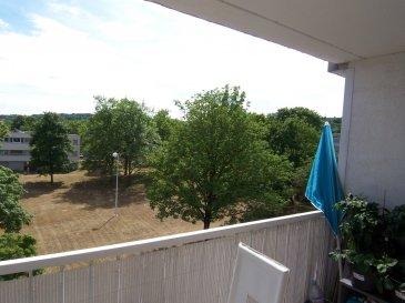 Appartement avec garage et balcon.  Dans environnement verdoyant et calme, il est composé d\'une cuisine équipéé, séjour double, 3 chambres, cellier, salle de bains, placards. cave. Très bon état.