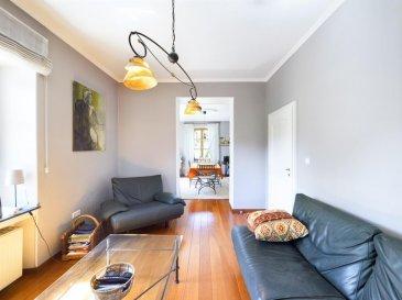 Eduardo VIEIRA  / +352 691 683 703  /  eduardo.vieira@remax.lu  RE/MAX, spécialiste de l\'immobilier à Lenningen, vous présente cette sublime maison de maître de 1900, entièrement rénovée en 2009 et 2021 avec des matériaux de qualités, sur un terrain de 4,43 ares. Elle dispose d\'une superficie de 264,71 m2 habitables et de +/- 377,37 m2 total. Vous serez séduit par cette belle maison avec vue sur les champs idéale pour les personnes qui aiment la nature et la tranquillité.  La maison se compose au rez-de-chaussée : d\'une hall d\'entrée, d\'une lumineuse pièce de vie séjour/salle à manger de 34 m² avec un salon d\'été de 14 m2 donnant accès sur la première terrasse de 14 m2 exposée Ouest, d\'un bureau de 20 m2 (pouvant être converti en chambre), d\'une belle cuisine équipée indépendante de 15 m2, d\'un WC  indépendant.  Aux 1er étage : une hall de nuit, une chambre des maitres de de 27 m2, une première chambre de 20 m2, une deuxième chambre de 16 m2 donnant accès à la terrasse avec vue sur les champs de 19 m2,  salle de douche complète avec WC, un débarras.  Aux 2ème étage : une grande pièce fraichement créé en 2021 de 71,41 m2. Espace pouvant servir de pièce de loisirs ou chambres, etcà  Au sous-sol : une première grande cave voutée de 42 m2, une deuxième cave voutée de 32 m2, une pièce technique, une buanderie de 10 m2, une petite salle de douche, un débarras.  A l\'extérieur : une grande cour d\'environ 180 m2 derrière la maison exposée Ouest, avec un grand carport pour deux ou trois véhicules. Possibilité de créer une partie jardin.  Caractéristiques supplémentaires : double vitrage, chauffage au mazout, chaudière Buderus avec nouveau moteur, équipement pour le système de caméra inclus (reste à mettre en place par un professionnel), fibre optique, pré-installation de connexion pour voiture électrique sous le carport.  Rénovations récentes : Toutes les pièces ont été repeintes début 2021, le grenier a été complètement aménagé en 2021 avec une isolation haute gam