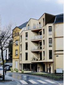 *Nouveau projet de construction*       Appartement  à vendre  Appartement de 2 Chambres, d'une surface habitable de 85.33m2, situé au 1er étage d'un nouveau projet de construction, Résidence SILVA de 8 appartements et 1 commerce, idéalement situé au centre de Dudelange, très accessible et proche de toutes les commodités.    L'appartement se compose comme suit:   - Hall d'entrée    -Living/Salle à manger ouvert sur cuisine ( 41.33m2 ) donnant accès à une terrasse de 30.42m2 ( exposition Sud ) suivi d'un espace vert de 16.99m2   - Hall de nuit   - Salle de bain   - WC séparé    - 1 chambre à coucher de 11.52m2, avec accès à un balcon de 4.09m2   - 1 chambre à coucher de 12.40m2      Caractéristiques :  * Ascenseur  * Fenêtres électriques  * Chauffage au sol  * Carrelages et/ou parquet  * Sanitaire et autres finitions sont au choix du client   L'ensemble de ces paramètres sont dans le cahier des charges de la construction.  De nombreuses options et possibilités de personnalisation sont offertes afin de permettre à chacun de définir l'ambiance, les couleurs ou encore les matériaux qui correspondent à ses envies.   Chaque appartement dispose d'une cave privée et buanderie en commun au sous-sol.  La Résidence SILVA ne dispose pas d'emplacement intérieur.  Prix annoncé inclus la TVA a 3%   Livraison prévue : fin de 2022   Pour tout renseignements, cahier de charges, plans, n'hésitez pas à me contacter: Acacio Da Silva : 621195861