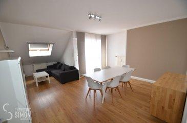 L\'agence immobilière Christine SIMON Sàrl vous propose en exclusivité ce très bel appartement entièrement meublé dans une Résidence à 10 unités construite en 1994 à Frisange.<br><br>L\'appartement situé au 2ème étage avec ascenseur de 71,09 m2 habitables et de 91 m2 utile, se compose comme suit:<br>Hall d\'entrée, une toilette séparée. Séjour/living d\'une surface 22,81 m2 donnant accès à un balcon de 5,01 m2 orienté vers la route principale. Une belle cuisine équipée fermée de 2015.<br>Une chambre parentale de 11,84 m2 et une chambre de 10,08 m2. Une salle de douche (douche italienne) avec toilette.<br>Parquet massif dans le séjour, couloir et chambres.<br>Passeport énergétique F-F.<br>Au sous-sol: un emplacement de parking intérieur de 11,74 m2 et une cave privative de 6,93 m2.<br>Dans les parties communes: local à vélos, buanderie et local à poubelles.<br>Disponibilité de l\'appartement: 1 juillet 2021.<br>Jardin commun.<br><br>L\'appartement se trouve dans un bon très état entièrement meublé.<br><br>CDI obligatoire, pas d\'animaux et location non-fumeur.<br>Loyer 1500 € plus 250 € de charges.<br>Caution 3 mois de loyer plus charges c.à.dire 5250 €<br>Agence 1 Loyer plus 17 % TVA = 1755 €<br>A présenter au rendez-vous:<br>Copie des 3 dernières fiches de salaire, copie du contrat de travail, de la carte d\'identité  et de la carte de sécurité social.<br>Arrêt de bus, Commerces, médecins, écoles à proximités.<br>Si vous êtes intéressés à visiter, contacter l\'agence par téléphone au 26 53 00 30 1 ou par eMail info@christinesimon.lu.<br><br>Nous sommes en permanence à la recherche d\'appartements, maisons ou terrains en location ou en vente pour nos clients solvables.<br><br>La commission de location d\'un mois de loyer + TVA est à charge du locataire.