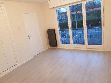 Belardimmo vous propose en exclusivité un studio à louer de 22m2 en très bon état , au 1er étage avec ascenseur d'une résidence sécurisée avec porte blindé badge et caméras dans les parties communes.  Le studio dispose d'une pièce à vivre, une kitchenette équipée , une salle de douche avec wc et évier simple vasque.  Le loyer est de 420€ non meublé   charges  Il y a possibilité de le louer en non meublé ou meublé avec supplément de 50€.  Les charges sont de 85€ , il y a une chaudière au gaz individuelle.  Il est situé au 24 rue de la libération à Thionville.  Une place de parking privative est avec l'appartement.  Pour plus de renseignements contactez David Kempf au 00 352 621 631 841 Ref agence :DK126