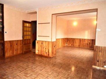 En exclusivité, dans environnement très agréable !  Au calme charmante maison mitoyenne d'un côté.  Elle offre 104m² hab sur un terrain clos et arboré de 11 ares 14. Au rdc une belle entrée dessert un espace de vie salon|séjour, une cuisine, une salle d'eau, un accès aux sous-sols complet.  A l'étage un pallier desservant 3 grandes chambres dont une avec placard et un wc.  Le tout complété par un grenier aménageable.   DV PVC, chauffage gaz, grand jardin avec dépendances et garage en sous-sol.  Prévoir travaux.